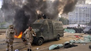 Protesters Storm Building in Cairo, Egypt Death Toll Reaches 525