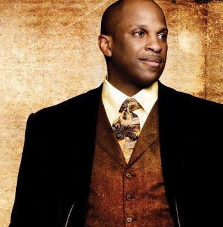 Homosexual Activists Bully Donnie McClurkin