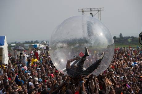 Did Akon Really Perform In A Plastic Bubble To Avoid Getting Ebola?