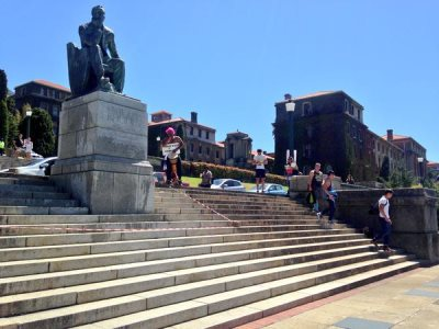 About 500 staff and students from the University of Cape Town gathered on Thursday for an open-air dialogue to discuss the fate of the statue of colonial terrorist and genocidal maniac Cecil John Rhodes, which sits on upper campus overlooking the Cape Flats.