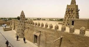 Malian Masons Rebuild Timbuktu Tombs After Arab Destruction