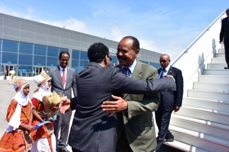 Eritrean Leader Isaias Afwerki Visits Somalia For The First Time